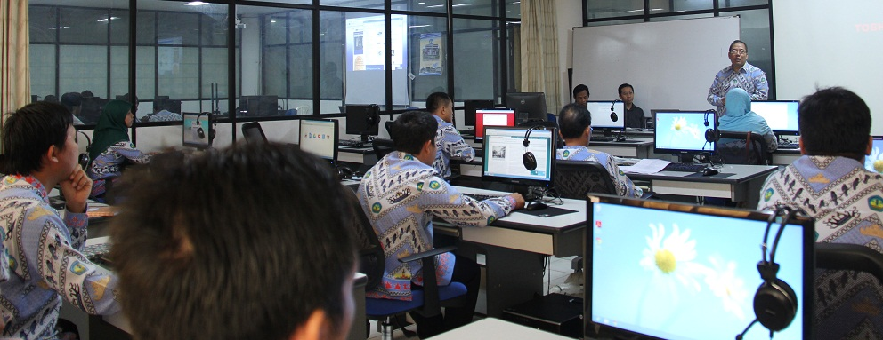 Kepala UPT Puskom Unila M. Komarudin, M.T. membuka Pelatihan TIK, Rabu (6/11), di Laboratorium Komputer UPT Puskom.