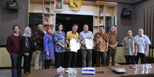 FISIP Unila – FHISIP UT Signed MoA in Academic Competency